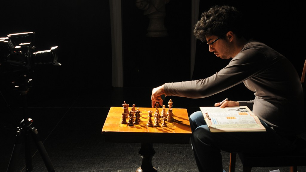 DAVIDE POMPEO AND HIS CHESS MATCH FOR THE AUFF!! VIDEO CLIP