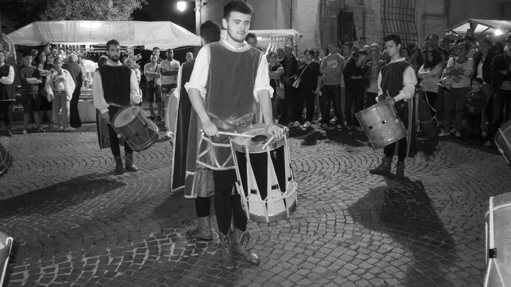 NICOLA CEROLI PERFORMING DURING THE MEDIEVAL WEEK