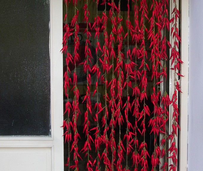 Door curtain in red chili peppers from Filetto